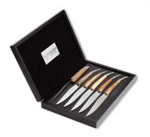 coltelli-tavola-legno
